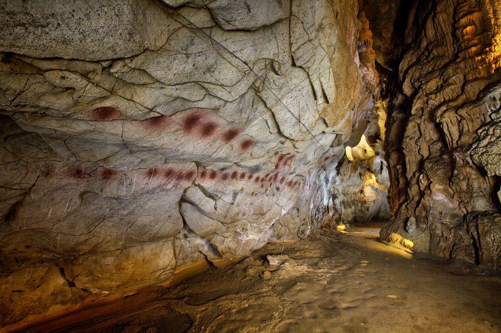 Resultado de imagen de cueva del castillo cantabria